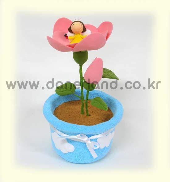 꽃속에 누가 있을까요?